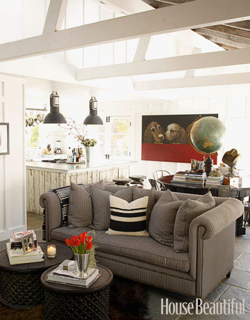 livable-living-room-in-a-california-xlg-97740336copy
